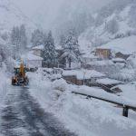 Sin suministro eléctrico en el Suroccidente, carreteras cortadas y clases suspendidas